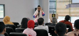 Komisioner Komisi Informasi Pusat, Henny S. Widyaningsih saat memberikan materi di worshop keterbukaan informasi publik di Universitas Indonesia