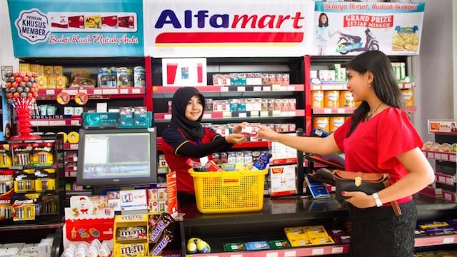 Ilustrasi berbelanja di Alfamart. Sumber: insideretail.asia